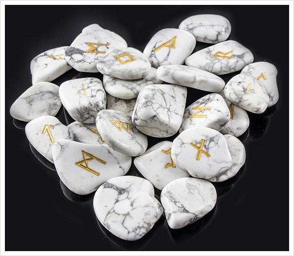 Picture of White Howlite Gemstone Runes (Flat)SYL