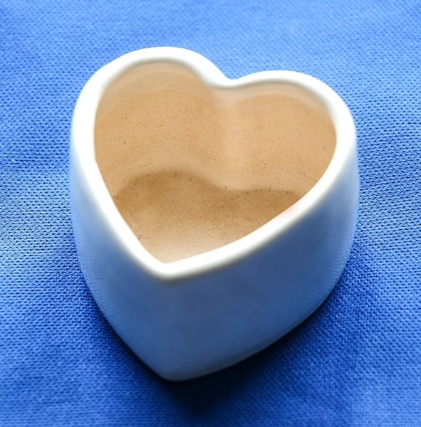 Picture of Ceramic heart container - small